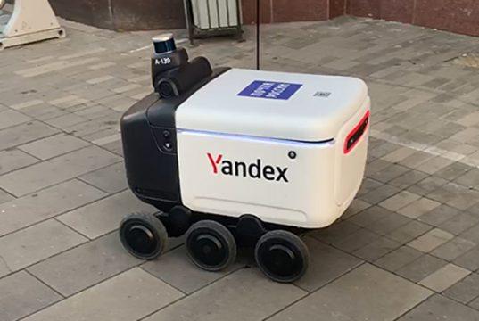 «Почта России» начинает доставку посылок с помощью шестиколесных роботов «Яндекса»